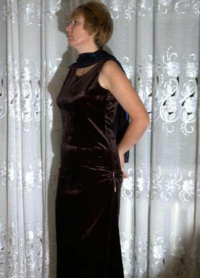 фасоны платьев из бархата для полных фото.